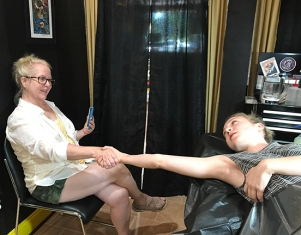 Sue and Lizzy getting mother-daughter matching tattoos (1)